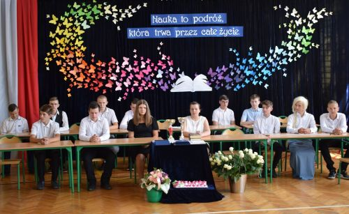 Czytaj więcej: Pożegnanie ósmoklasistów ze szkołą.